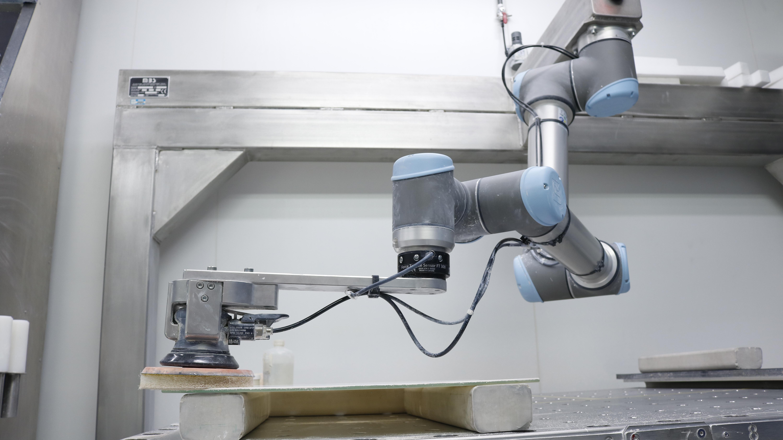 ROBOTIQ CASE STORY SAINT GOBAIN HMI MBS UNIVERSAL ROBOTS