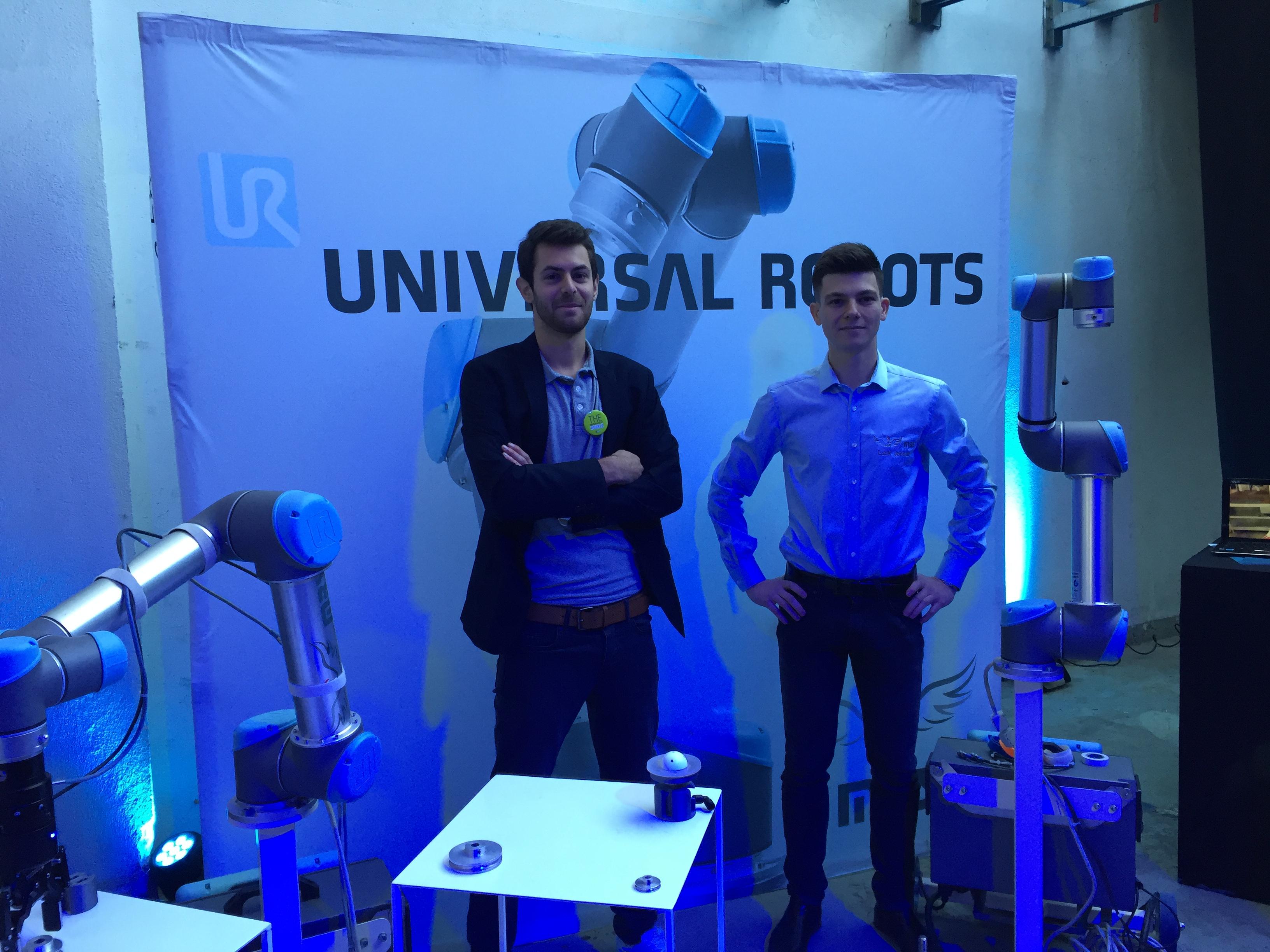 SMILE UNIVERSAL ROBOTS HMI MBS COBOTS