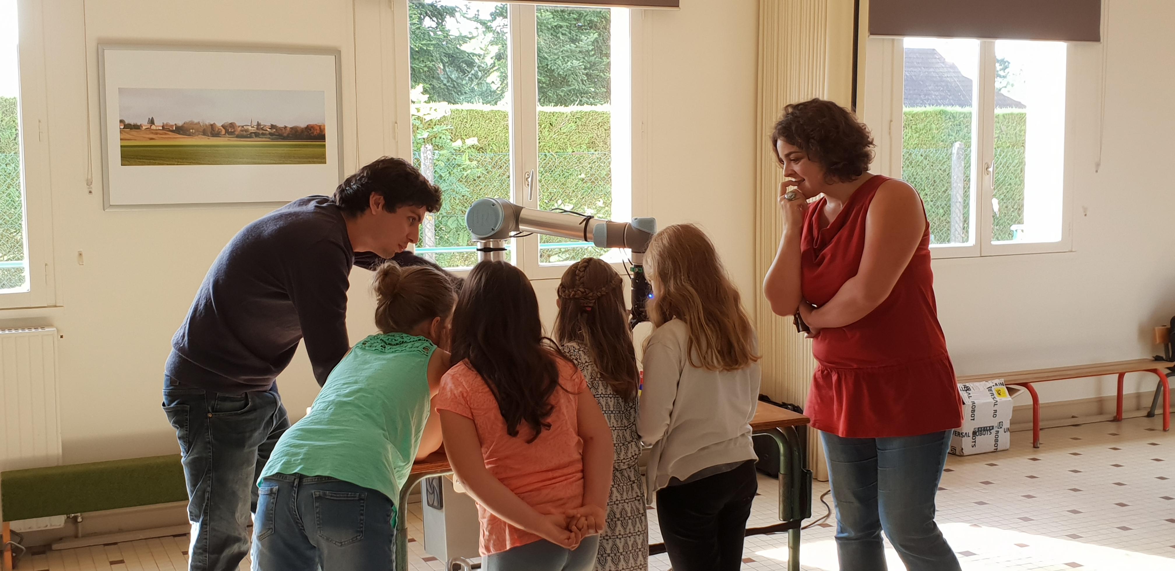 Journée découverte des robots dans une école primaire