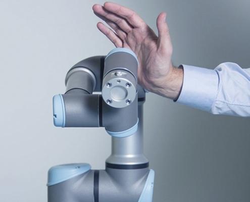 Robot industriel avec enceinte de sécurité